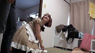 house maid clean the house