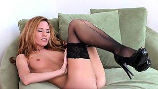 Bree Morgan Fingers her self in nylons and heels