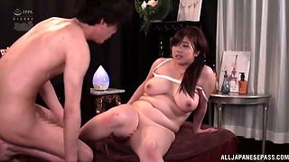 Crazy fucking on the massage table with a chubby amateur girl