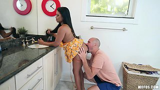 Kitchen blowjob ends with a facial in the bedroom - Sommer Isabella