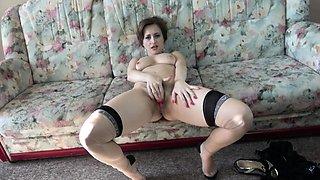 Hairy housewife Wanilianna playing with herself