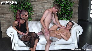 Young dude fucks experienced Czech milf Wendy Moon in front of cameras