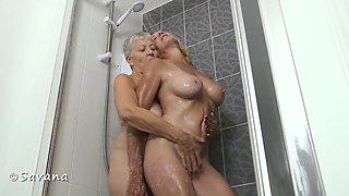 Savana & Molly In The Shower - TacAmateurs
