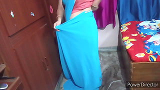 Mother in a blue sexy saree, video