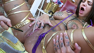 Bonnie Rotten pissing and squirting like a FREAK!