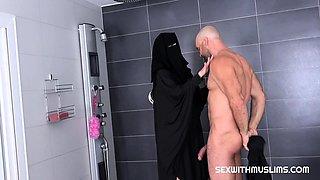 RANDY WORKER HELPS MUSLIM WOMAN IN NIQAB