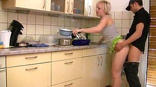 Junge Deutsch blonde gefickt während Abwasch