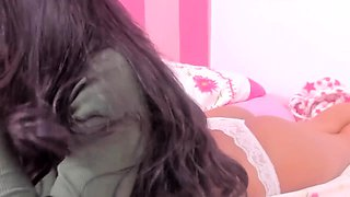 Stacked young Latina fingers her honey hole on the webcam