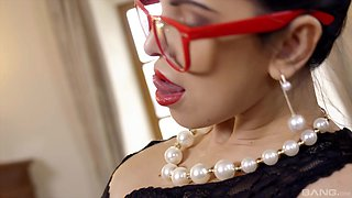 Glamour wife Kira Queen with glasses fucked on the office table