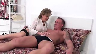 Unfaithful british milf lady sonia shows her massive 27pPN