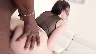 Hannah Vivienne Takes a BBC Up Her Ass in Casting